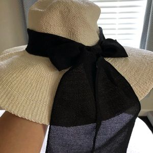 Accessories - White beach hat